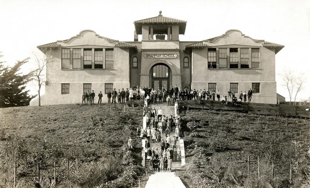 Walnut Creek Grammar SchoolPlaza Escuela
